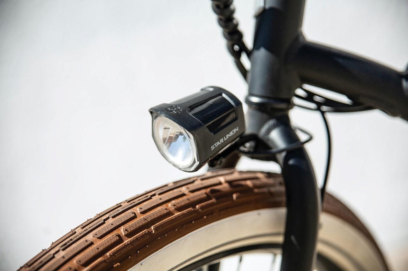 Foto frontal de una bici eléctrica